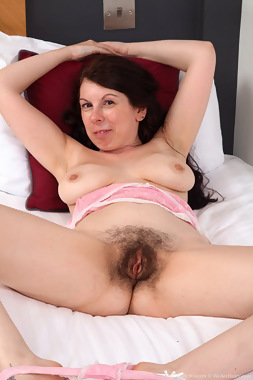 WeAreHairy Free Emily Winters Thumbnail #1