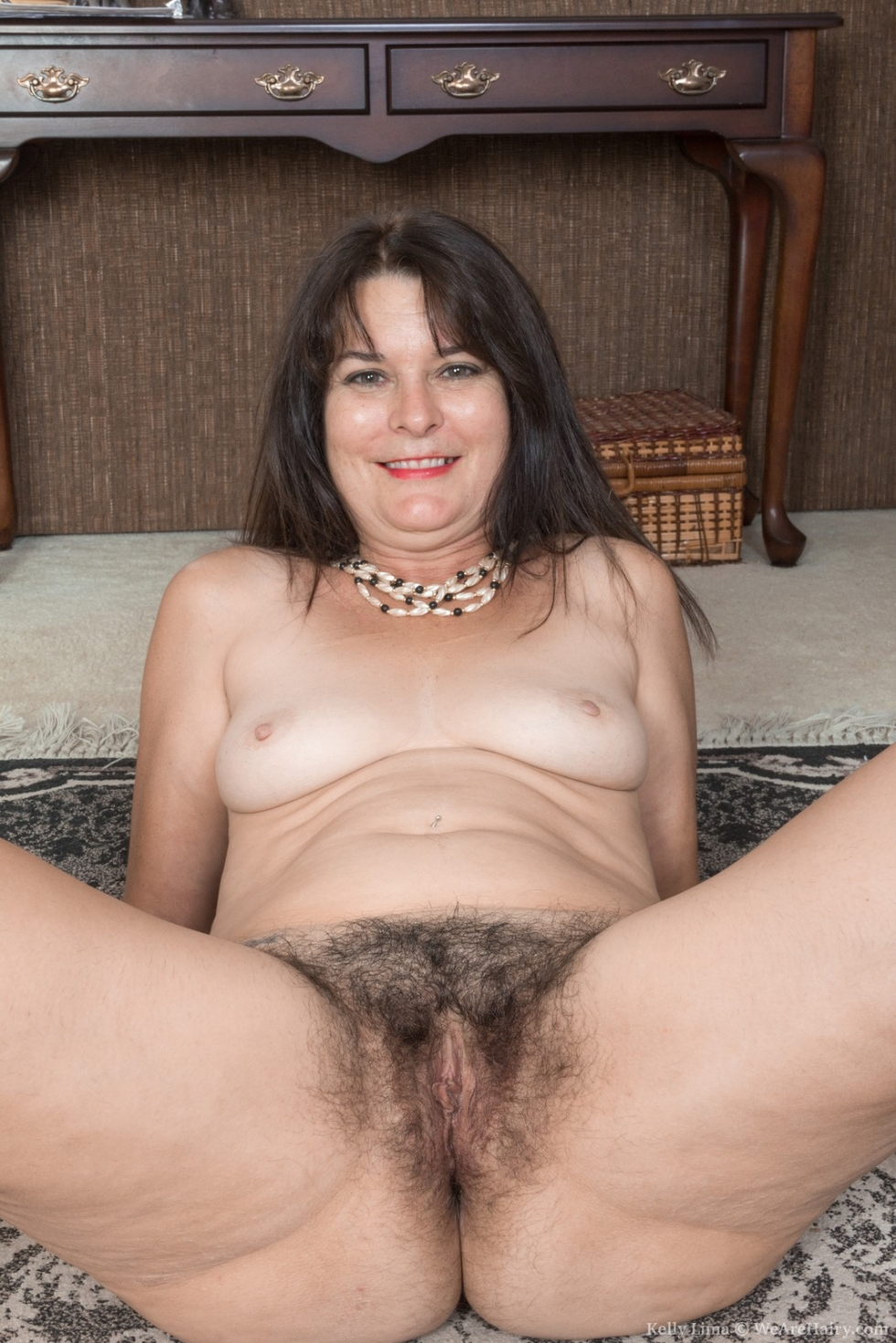 Lisa carry strips and shows off her natural body 10