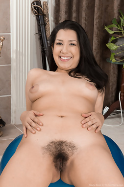 WeAreHairy Free Stacie Rose Thumbnail #1